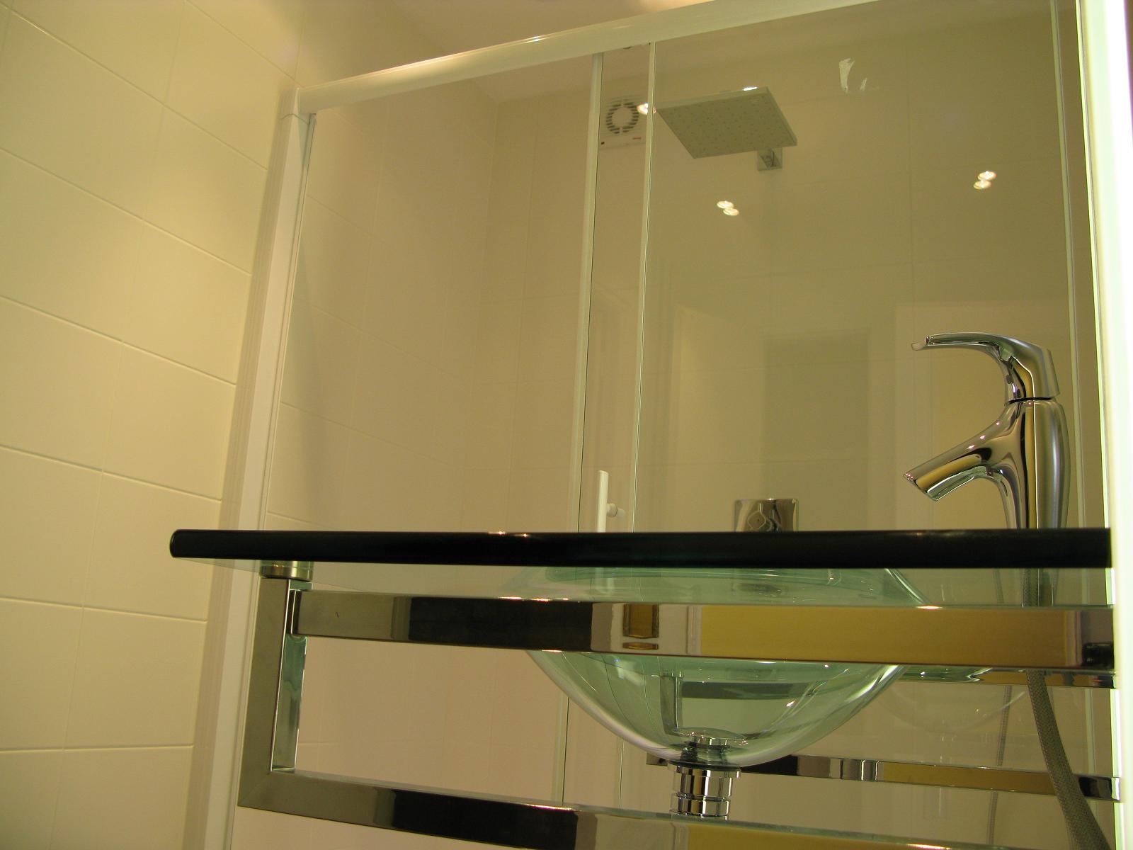 salles de bains salles d eau cr atherm plomberie. Black Bedroom Furniture Sets. Home Design Ideas